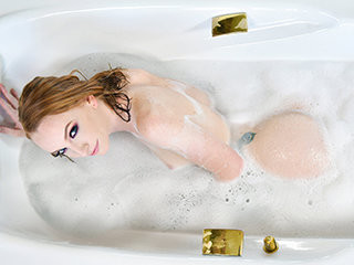 Vibrant Ginger Babe Gets Fucked At Bathtime